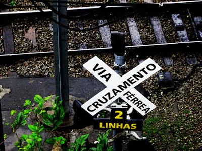 A estação Jaraguá conserva a sinalização que ficou obsoleta depois da inauguração do viaduto na primeira década do ano 2000