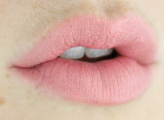 L'Oreal La Vie en Rose Collection Exclusive Lipstick by Naomi review swatch swatches