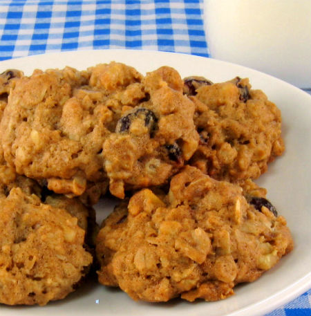 One Perfect Bite: Oatmeal Cookies with Apricots and Toasted Almonds