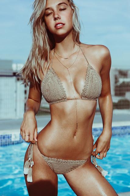 Hot girls Alexis Ren sexy bikini queen model 7