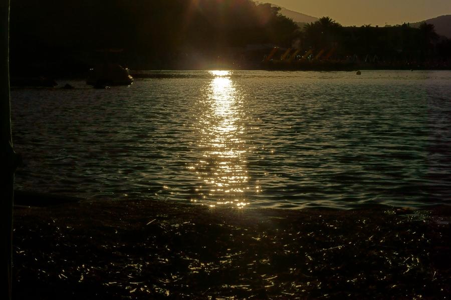 Blog + Fotografie by it's me ... fim.works - La Isla Blanca Ibiza, Cala Llonga, Spiegelung der sinkenden Sonne