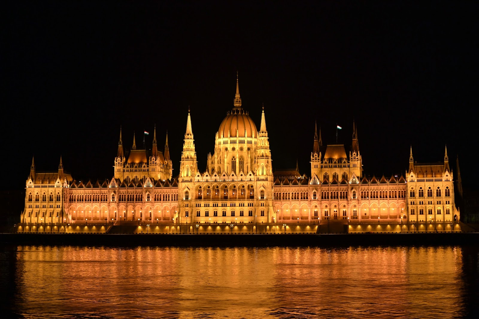 Budapest, photography, night time, architecture, travel, blog, adventure, exploration, chain bridge, Danube, funicular, buda castle, buda hill, old, traditional, Matthias church, fisherman's bastion, Hungarian parliament, Hungary, statue of liberty, gellert hill, citadella, liberty bridge, green bridge, elizabeth bridge,