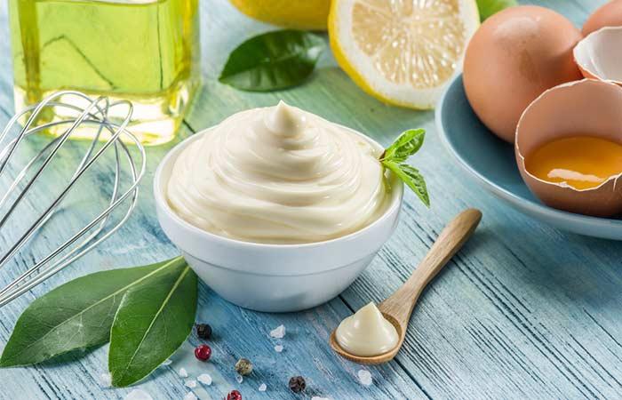 Hausgemachte Conditioner für lockiges Haar - Mayonnaise, Joghurt und Ei White Conditioner Sparen