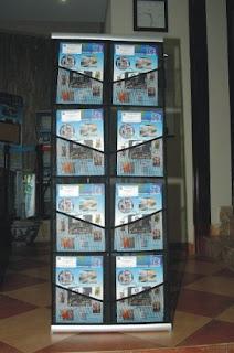 Giá lưới để catalogue 4 tầng