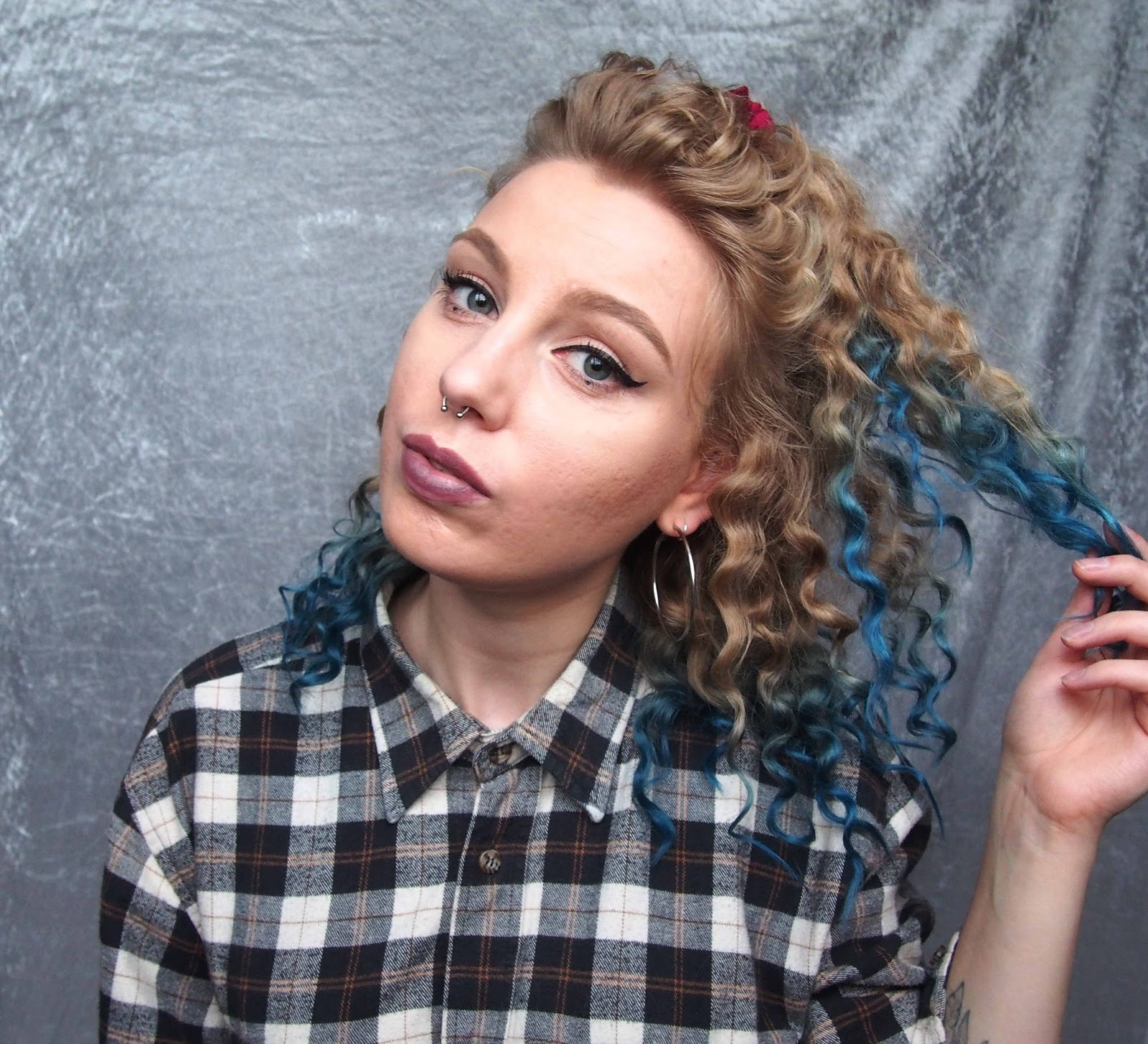 lee stafford chopstick curler review, curly hair, how to get big curly hair, how to get ringlets, ringlets short curly hair, arctic fox poseidon, blue ombre, blue dip dye 1