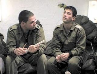 drugarstvo-pravo-musko-prijateljstvo-u-vojsci