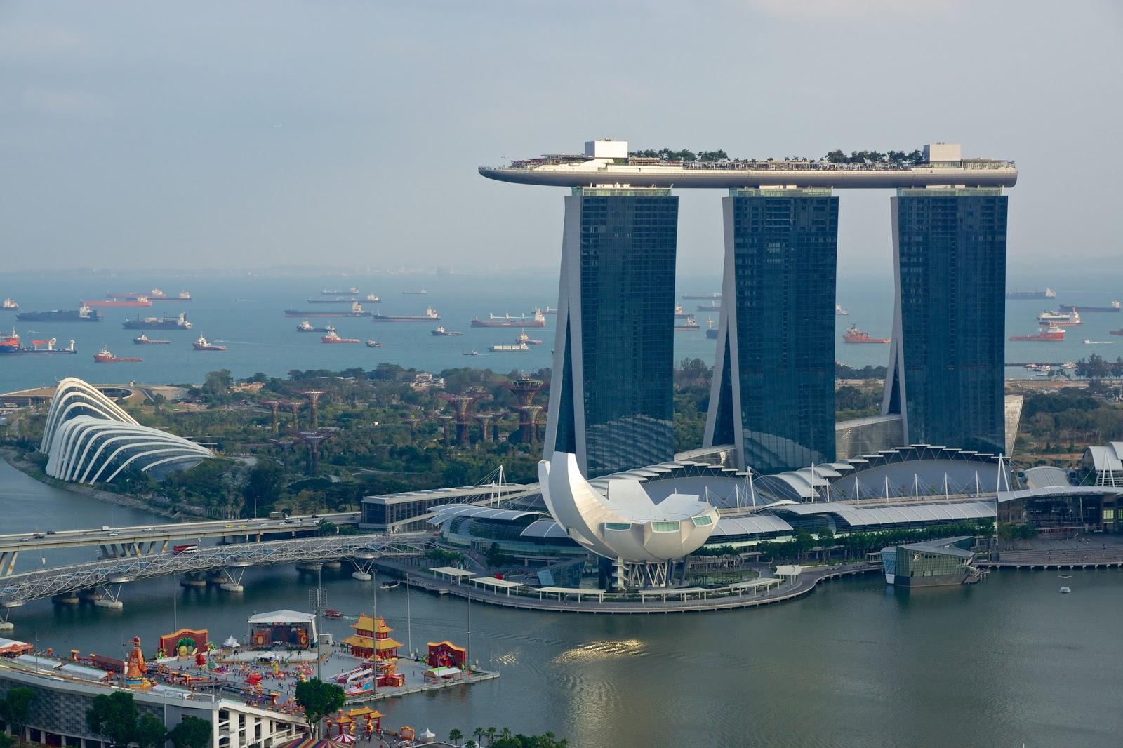 La piscina más alta del mundo. La piscina infinita más grande y más alta del mundo. Hotel The Sand Skypark, o Marina Bay Sands, ubicado en Singapur