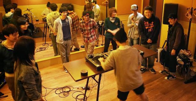 VIBESRECORDS DJスクールで行っているレッスンの模様です。