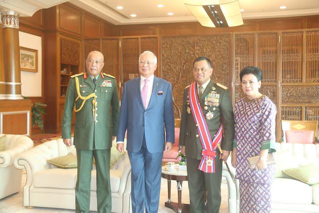 Panglima TNI Dianugerahi Tanda Kehormatan PGAT dari Kerajaan Malaysia
