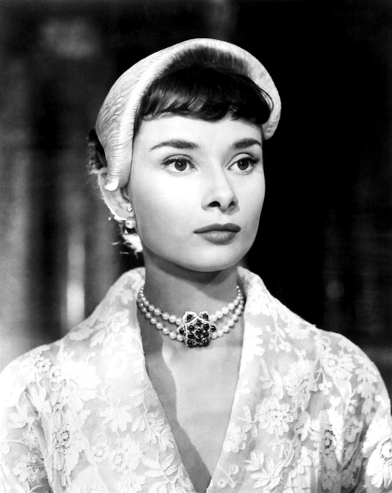 Audrey Hepburn In The Movie Roman Holiday 1953 Blueiskewl