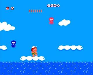 Captura de un nivel de Adventure Island, NES, 1986. Muestra a Master Higgins saltando sobre una nube