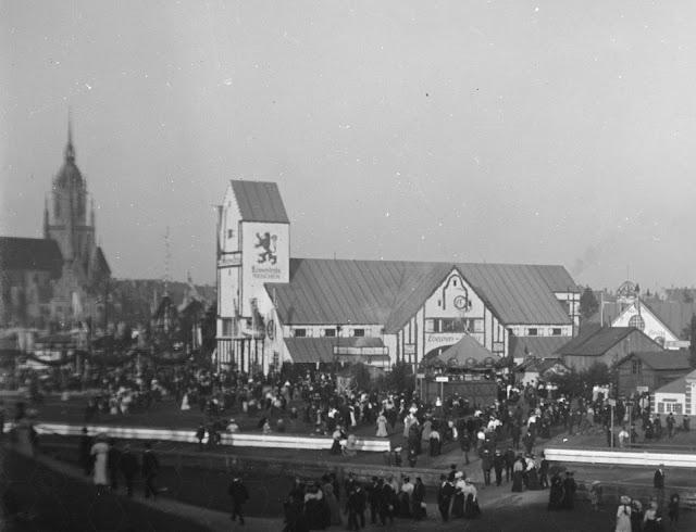 historische Aufnahme vom Oktoberfest in München - Löwenbräu-Zelt - um 1910