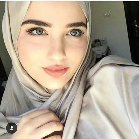 https://bacalebih.com/kumpulan-foto-wanita-berhijab-bikin-hati-adem-sejuk/