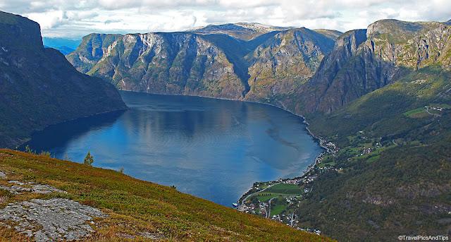 Randonnée ferme Hovdungo, vue Fjord d'Aurland, Norvège