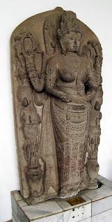 Arca dewi Parwati sebagai perwujudan anumerta Tribhuwanottunggadewi, ratu Majapahit ibunda Hayam Wuruk.
