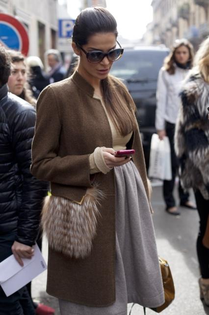 Меховые карманы: с чем носить пальто с меховыми карманами