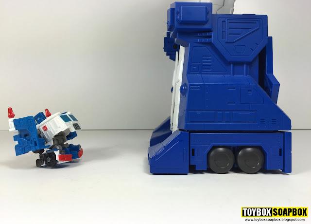 Q Transformers ultra magnus size