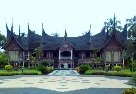 Pariwisata di Indonesia dan Sejarah Perkembangannya