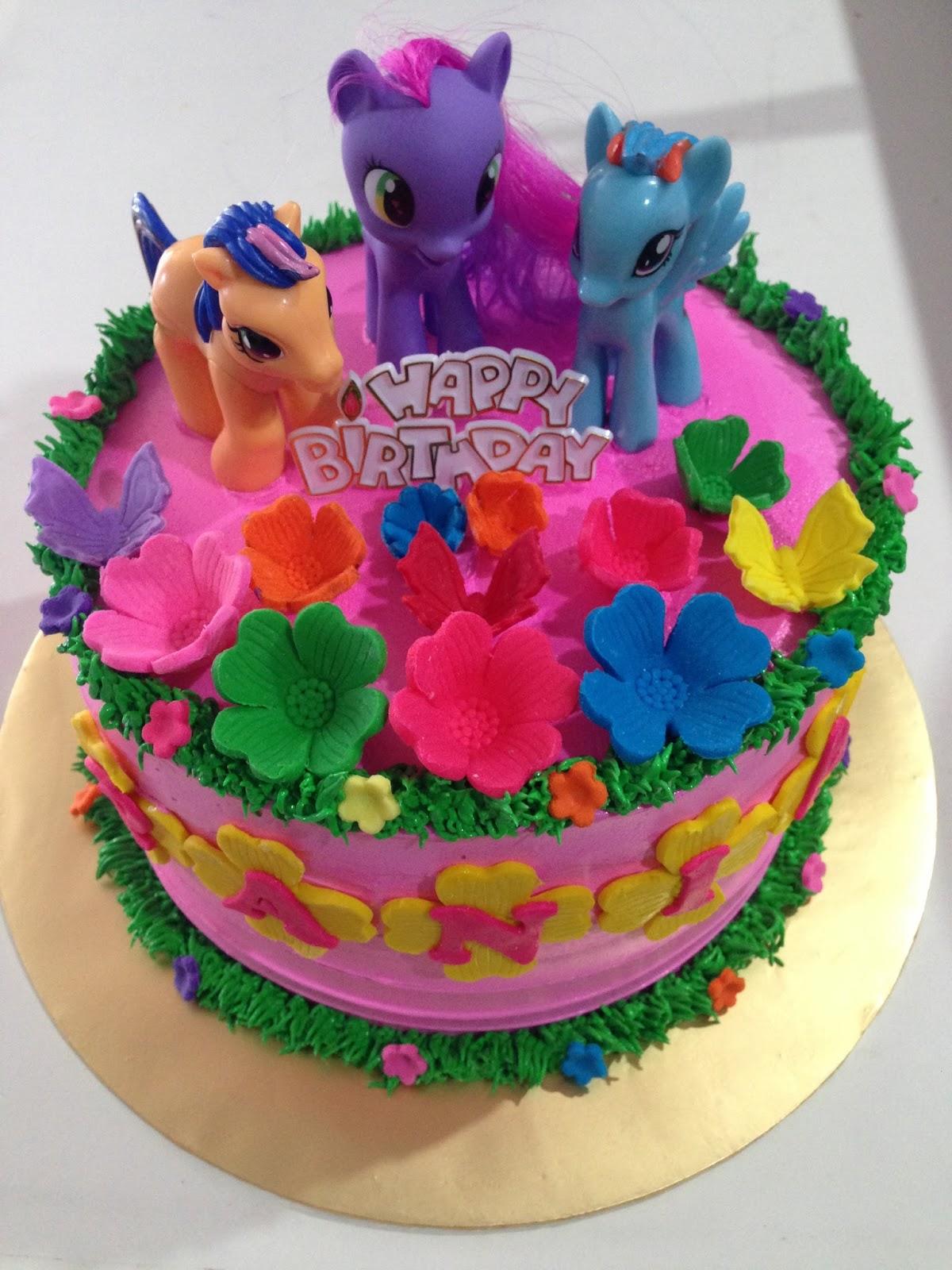 ninie cakes house my little pony cake