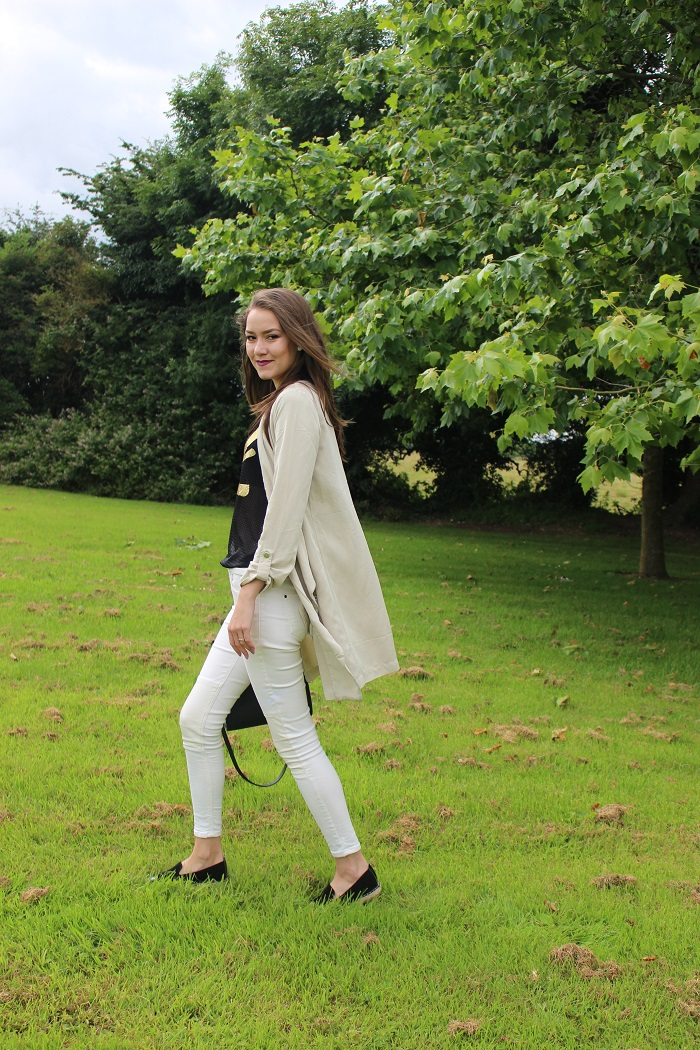 white jeans and black top, black shoes