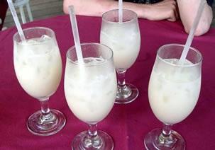 Konsumen es campur pelangi memang tidaklah sulit, suguhan sensasi nikmat yang disajikan es campur pelangi mampu memikat banyak
