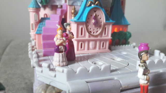Bonequinhos da irmã da Cinderella e da Madrasta emburradas