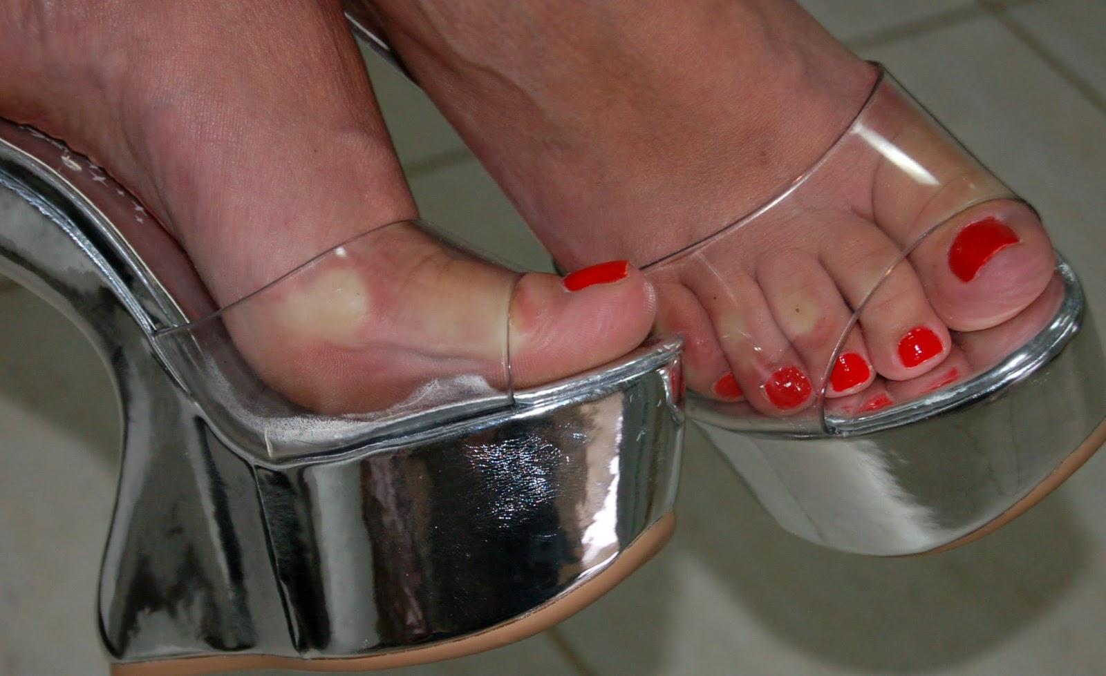 Pezinhos de peep toe nude alto de plataforma e meia calca - 2 8