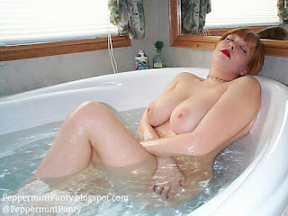Big natural boobs in the hot, wet bath! ;)