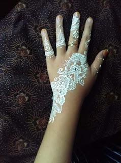 henna putih, inai putih, gambar corak inai putih, gambar corak henna putih, pilihan corak henna putih, inai putih murah, inai putih homemade, corak henna putih