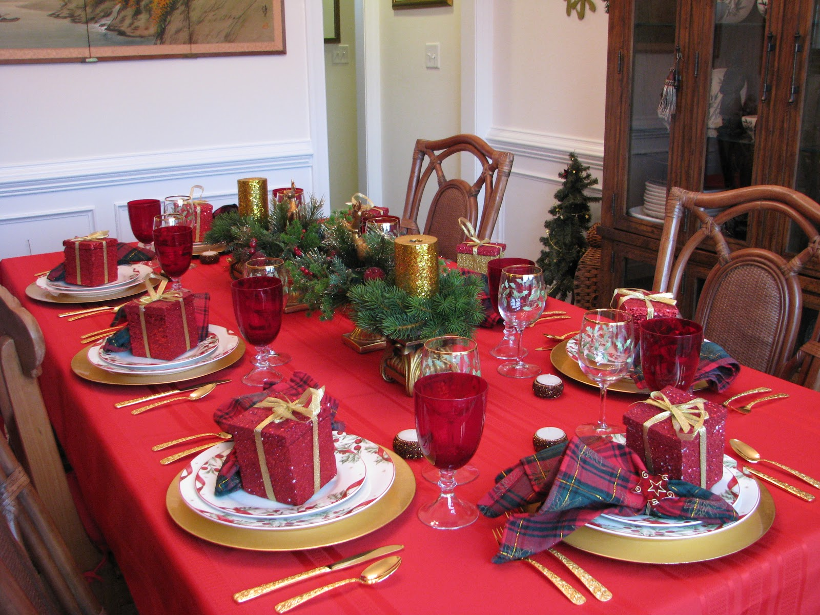 Designs By Pinky: ~~~Christmas Eve Dinner Table~~~