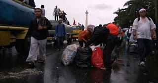 Album Foto Pasukan Pemungut Sampah di Aksi Damai 212 - Commando