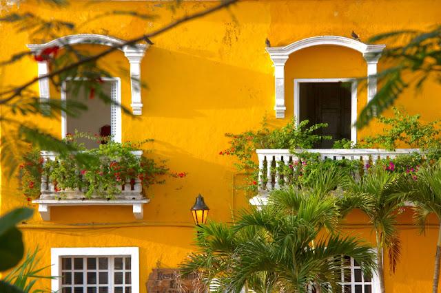 Sacadas de Cartagena, dentro da cidade amuralhada.