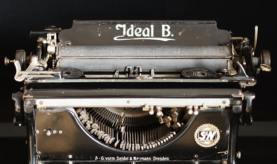 Blog + Fotografie by it's me - fim.works - Ideal B, mechanische Schreibmaschine Detailansicht