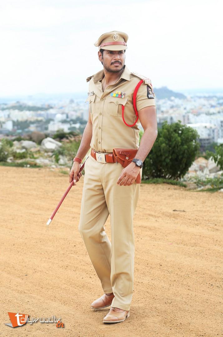 Sandeep Kishan Nakshatram Stills-HQ-Photo-4