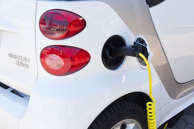 Elektroauto-Ladestation-starten
