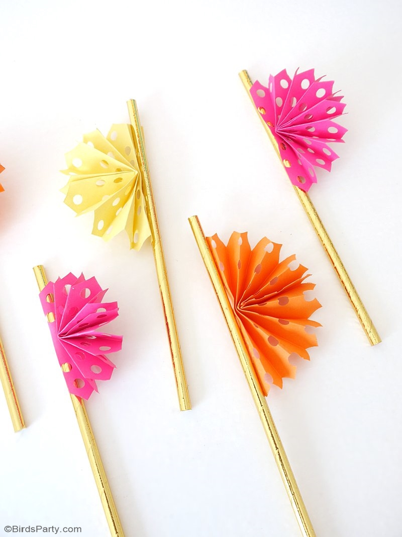 DIY Papel Picado Party Straws - learn to craft these easy and pretty DIY decorations to jazz up your Mexican fiesta party drinks! by BirdsParty.com @BirdsParty