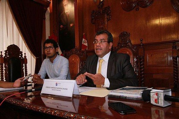 Sunedu expuso situación y tuvo reunión con rector de casa universitaria.
