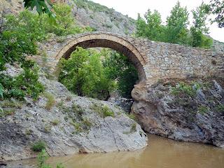 πέτρινο γεφύρι Σάνδρυμος στους Πύργους