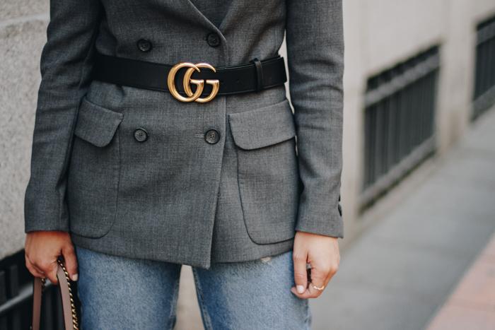 2de1b7868 Las bloggers e influencers de moda ya han sucumbido a sus encantos, y es  que no es para menos el aire barroco del cinturón de Gucci y sus ya más que  ...