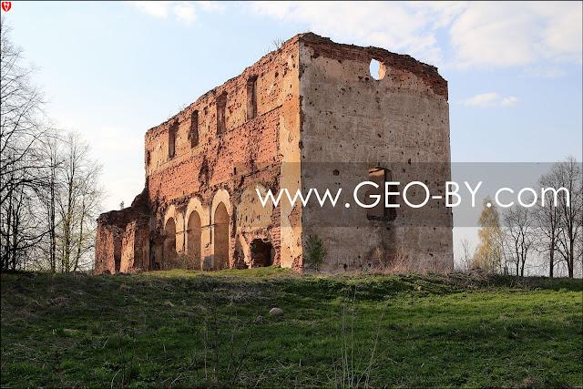 Новоспасск. Руины костела XVIII века