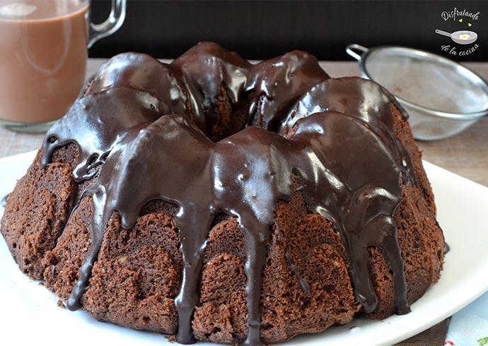 Tunnel of fudge bundt cake. Bizcocho de chocolate con corazón fundente fácil y delicioso