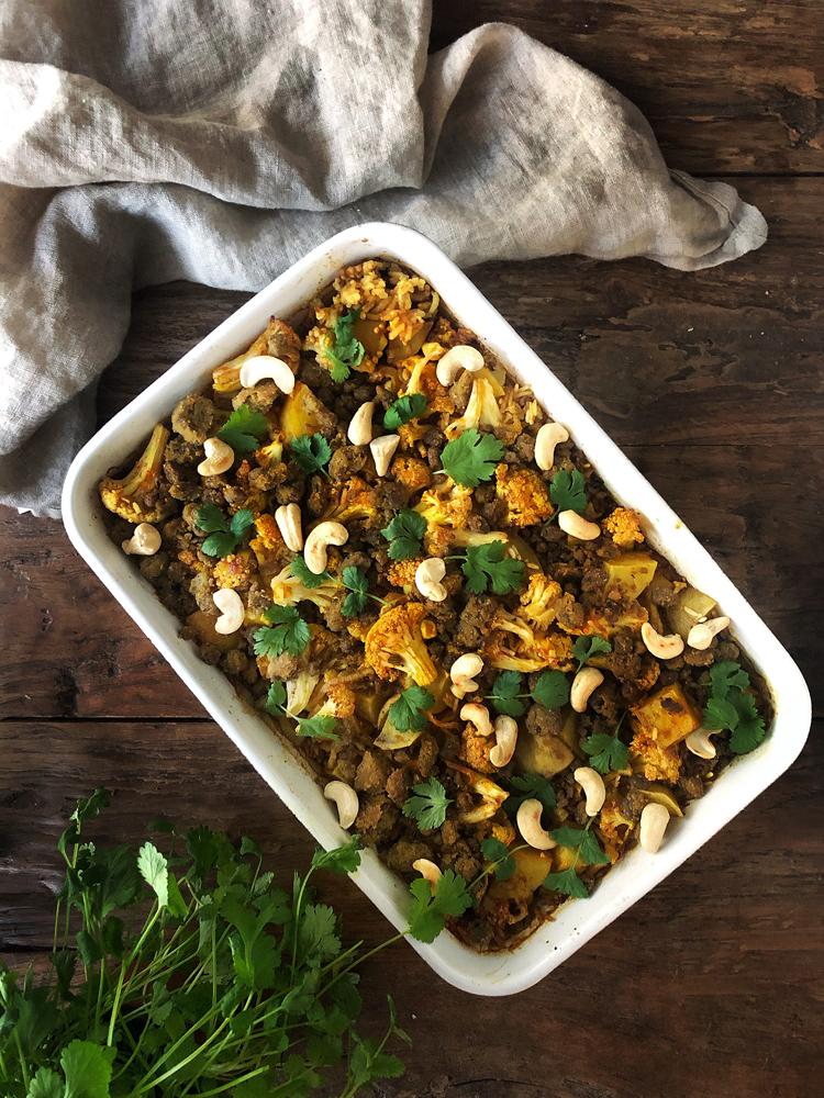 intialainen riisivuoka kasviksilla ja härkiksellä