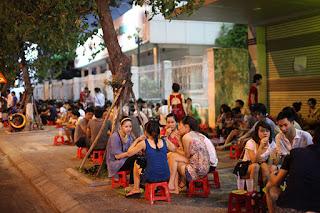 tra da - street drinking in Vietnam 1
