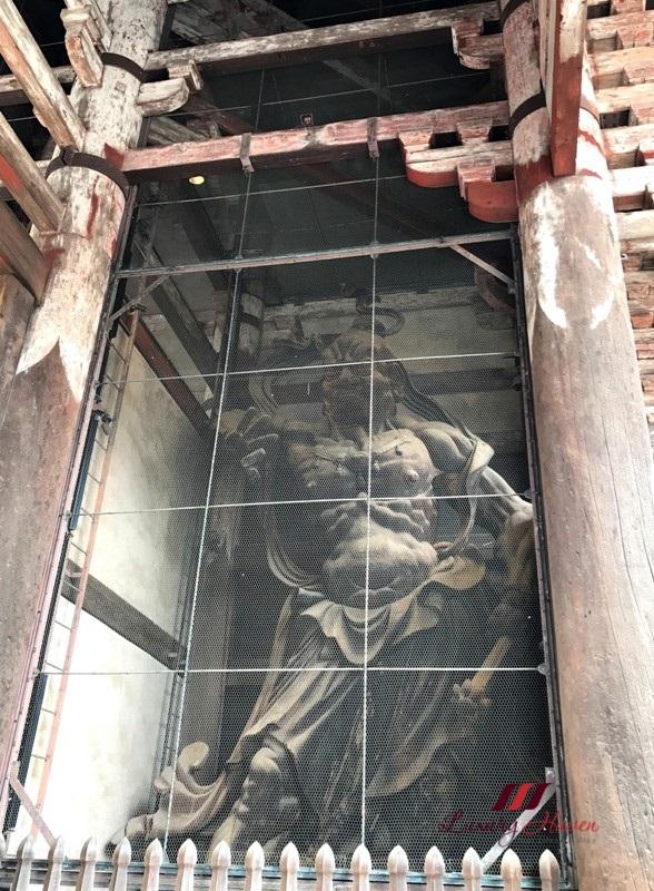 nara nandaimon statue guardian ungyo symbolising strength
