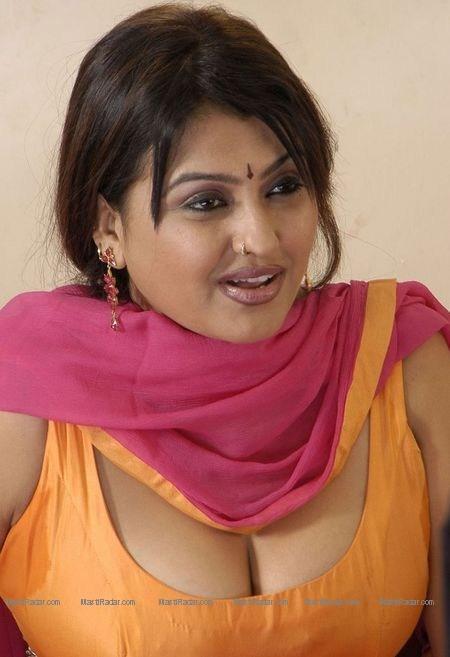 Hot Actress Wallpaper Sona Aunty Deep Hot Cleavage Show-6735