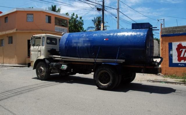 Persiste la crisis del suministro de agua en Santiago