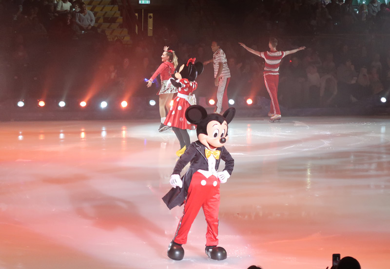 Disney on Ice Presents Dream Big - A Review - Micky mouse on ice