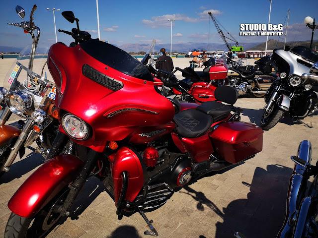 Πασαρέλα από πανέμορφες Harley-Davidson στο Ναύπλιο