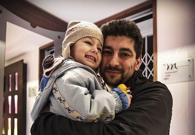 Secuestran a su hija y contrata fuerzas especiales