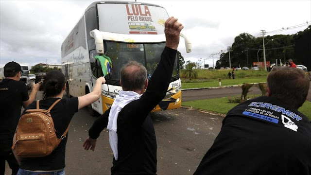 Lula denuncia inacción de Policía ante un ataque a su caravana